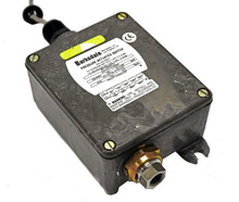 """B1t-A65SS-Z1 Pressure Actuated SS Bourdon Tube Switch 6500PSI 1/4"""" NPT"""
