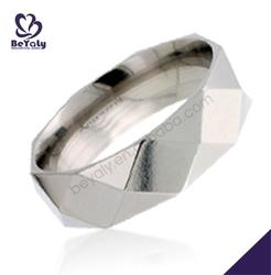 Custom design shiny polish titanium cost of wedding rings