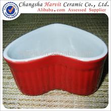 Novità prodotti per animali domestici cane cinese ciotola/in rilievo striscia rossa fuori e bianco all'interno colorato a forma di cuore ciotole di ceramica