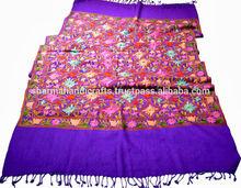 antiguo chal de lana con bordados aari