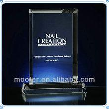 grabado de la placa de cristal trofeo de adjudicación para los premios corporativos