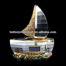 hot selling sailing ship shaped crystal purfume bottle for desktop decoration