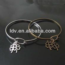 Plain Vintage Loop Bracelet Bangle Clover Charm