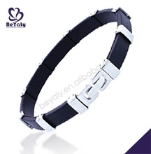 Black rubber decorative with shiny clasp braided bracelets