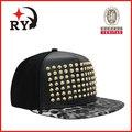 in pelle nera snapback cappelli e berretti ingrosso con stampa leopardo tesa personalizzato alibaba in russo