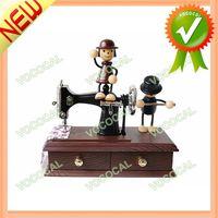 Vintage Mini Sewing Machine Style Mechan Wind up Music Box Gift