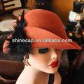 sombreros de las mujeres en material de lana con diseño de fieltro de pluma