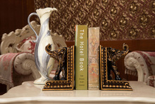 China manufacturer Dongguan fashionable custom decoration polyresin bookends