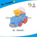 niño feliz de dibujos animados de juguete de plástico barato tire de la línea de tren de juguete