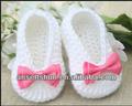 Blanco bootie ganchillo de color de rosa con arco que hacen punto los zapatos para el bebé