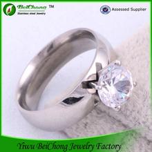 18 carati in oro bianco anello di fidanzamento con diamante