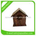 pequena gaiola de madeira