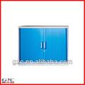 plumas de colores de filo de presentación del gabinete con la puerta del balanceo