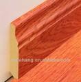 color de madera en el piso zócalo junta