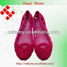 De la mujer hermosa del payless pvc zapatos