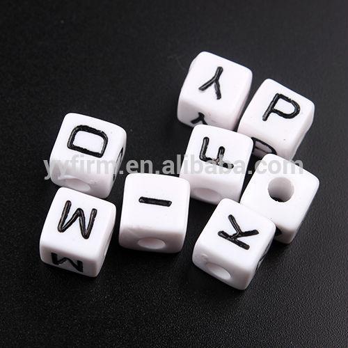 Toptan tıknaz boncuk, 10x10mm akrilik küp alfabe boncuk, karışık mektup boncuk kuyumculuk