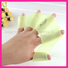 2014 Excellent fresh new hot on the market factory reasonable price silicone rubber candy color swimming gloves