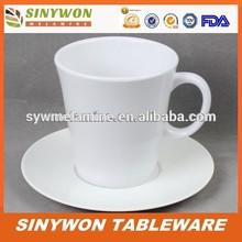toptan plastik çay bardak ve tabaklar toplu
