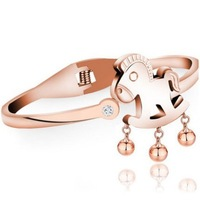 Hot sale 2014 Rubber Rose Gold Auspicious Foal With Bells Decorated Titanium Fashion Bangles