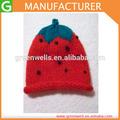 สตรอเบอร์รี่ถักหมวกทารกหมวกคริลิคสีแดงปีกม้วนทารกแรกเกิด
