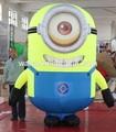 Publicité gonflable personnage de dessin animé / jaune personnes