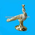 de cerámica de pavo real con el oro