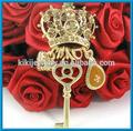 coroa do ouro com chave pingente de colar