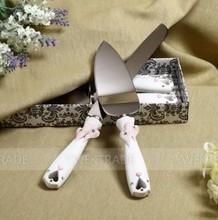 2014 Hot Selling New Style Pink Embracing Hearts Design wedding cake knife serving set