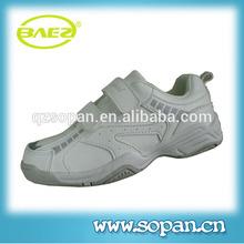 luce casual e scarpe sportive per i bambini