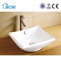 lavarsi le mani bagno sanitari in ceramica
