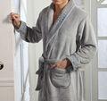 nuevo estilo de los hombres de manga larga de cuello chal grueso y suave polar de coral batas de baño de alta calidad de ropa de dormir para los hombres