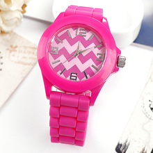 2014 trendy colorful waterproof silicone band quartz simple watch and gifts
