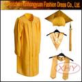 Jardín de infantes vestido de la graduación y fotos de graduación gorras