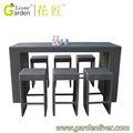 jardín al aire libre de mimbre muebles de mimbre de mimbre bar al aire libre de alta barra de mesa y una silla