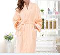 Paño grueso y suave de coral 100% poliéster señora caliente camisón albornoz de estilo para las mujeres llano teñido de ropa de dormir de color sólido