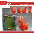 Lovely plástico eléctrico b/o de la batería operada caminar de los animales de juguete jirafa con el sonido y la luz