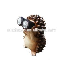 New Design Cute Resin Garden Hedgehog Figurine with Solar Power Light in Telescope lens