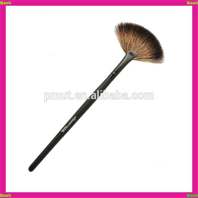 Fan Brush Mineral Foundation