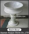 mármore branco de uma peça de banheiro pia e bancada