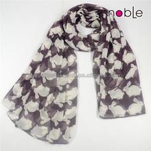 Hand rolled hemming silk scarf