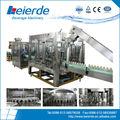 La pequeña fábrica de agua de llenado de la máquina/planta embotelladora