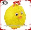 festa decoração de suspensão amarelo em forma de galinha pinata papel