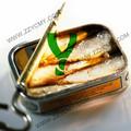alimentos enlatados en pescados y mariscos de pescado sardina en conserva en lata en el aceite