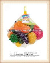 Brinquedos de plástico frutas e legumes para miúdos que jogam