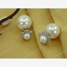 Exotic carnelian gemstone earring with diamonds