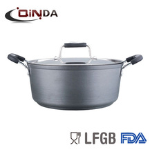 Hard-anodized aluminum dutch oven with lid