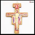 legno grande muro croce ciondolo cattolica