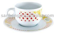 รอบเมลามีนถ้วยกาแฟที่มีจานรอง