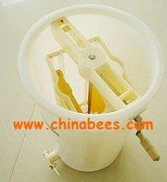 beekeeping equipment plastic honey extractor