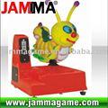 Loco y estimular parque de atracciones paseos del niño gusano de dibujos animados